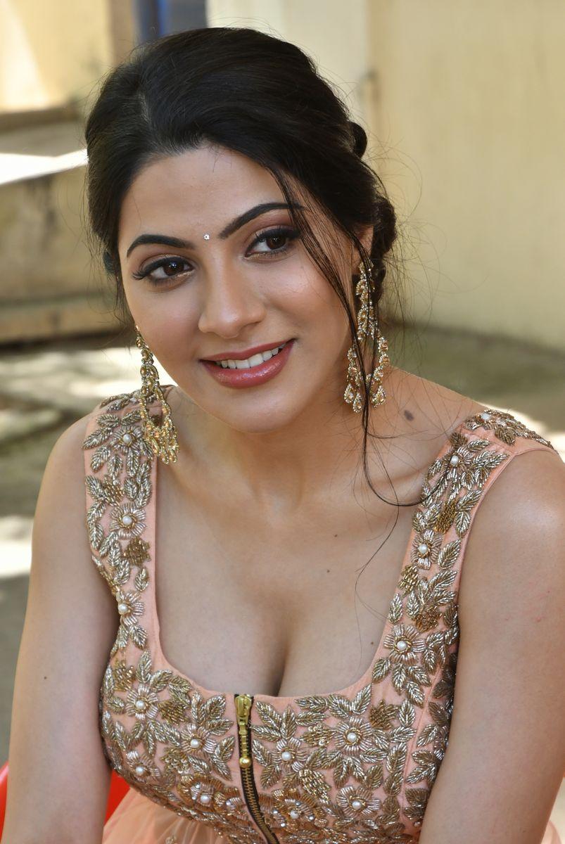 Nikki-Tamboli-Latest-Hot-Cleavage-Photos-2