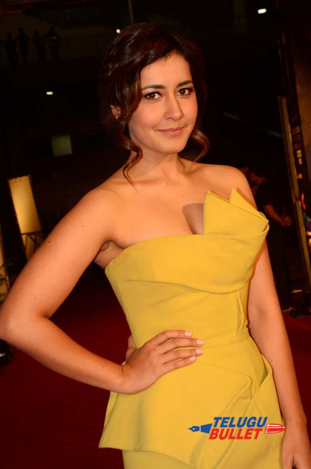 Raashi Khanna at Zee Cine Awards10