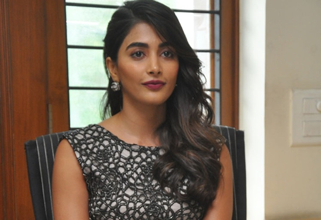 POOJA HEGDE STRESS HAUNTING MAHESH AND NTR!