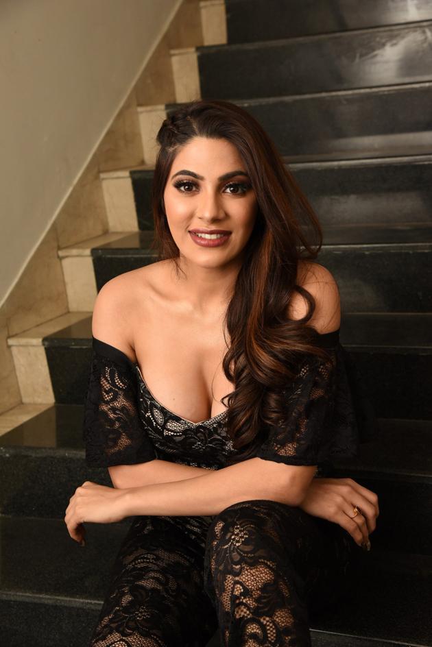 Nikki Tamboli Hot Cleavage Photos