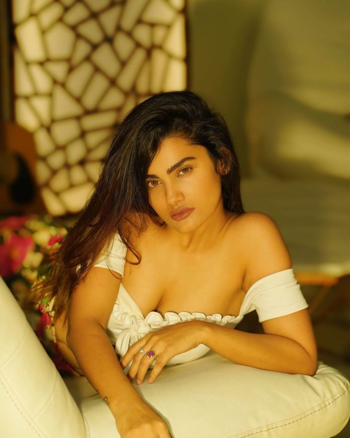Sakshi Dwivedi Hot Photos