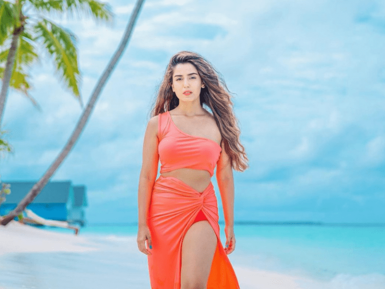 Artist Srishty Rode Hot Pics in the Maldives