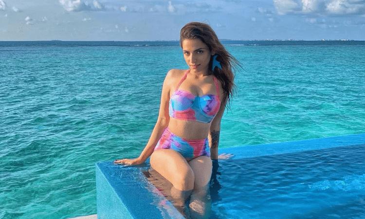 singer sukriti kakar hot bikini pics in maldives